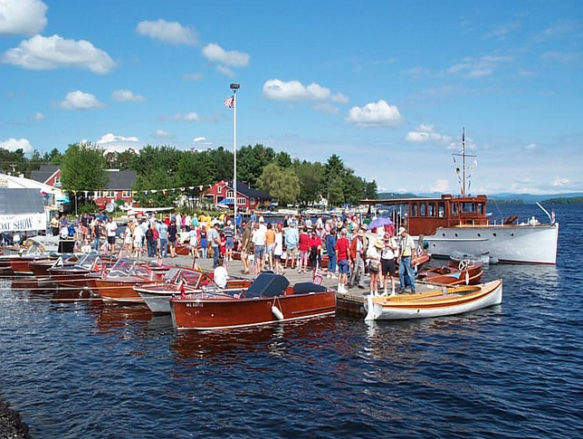 The fine craftsmanship of a vintage boat along with the aura of a time gone by and the camaraderie of the folks who share an interest in preserving the ... & Mr. Lake FrontNaples Causeway Goes Retro With MountainView Woodies ...